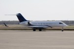 北の熊さんが、新千歳空港で撮影したOジェッツ BD-700-1A10 Global 6000の航空フォト(写真)