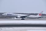 hirohiro77さんが、新千歳空港で撮影した日本航空 777-346の航空フォト(写真)