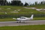 ブラボーさんが、天草飛行場で撮影したジャパン・ジェネラル・アビエーション・サービス SR20の航空フォト(写真)