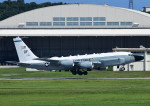 じーく。さんが、嘉手納飛行場で撮影したアメリカ空軍 RC-135W (717-158)の航空フォト(飛行機 写真・画像)