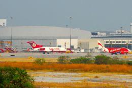 まいけるさんが、スワンナプーム国際空港で撮影したキングフィッシャー航空 727-44の航空フォト(飛行機 写真・画像)