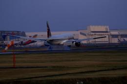 ja007gさんが、成田国際空港で撮影したカタール航空 777-2DZ/LRの航空フォト(飛行機 写真・画像)