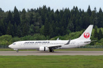 菊池 正人さんが、秋田空港で撮影した日本航空 737-846の航空フォト(写真)