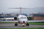 JA8037さんが、台北松山空港で撮影した遠東航空 MD-82 (DC-9-82)の航空フォト(写真)