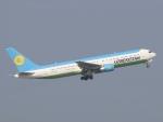 カフェもなかさんが、中部国際空港で撮影したウズベキスタン航空 767-33P/ERの航空フォト(写真)