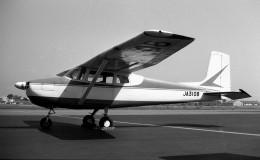 ハミングバードさんが、名古屋飛行場で撮影した野崎産業 172の航空フォト(飛行機 写真・画像)