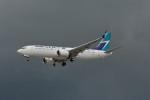 小弦さんが、バンクーバー国際空港で撮影したウェストジェット 737-8-MAXの航空フォト(写真)