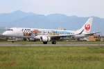 てくてぃーさんが、松山空港で撮影したジェイエア ERJ-190-100(ERJ-190STD)の航空フォト(飛行機 写真・画像)