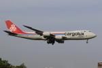 多楽さんが、成田国際空港で撮影したカーゴルクス 747-8R7F/SCDの航空フォト(写真)