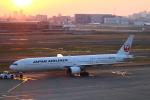 zero1さんが、羽田空港で撮影した日本航空 777-346の航空フォト(写真)