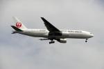 レドームさんが、羽田空港で撮影した日本航空 777-246の航空フォト(写真)