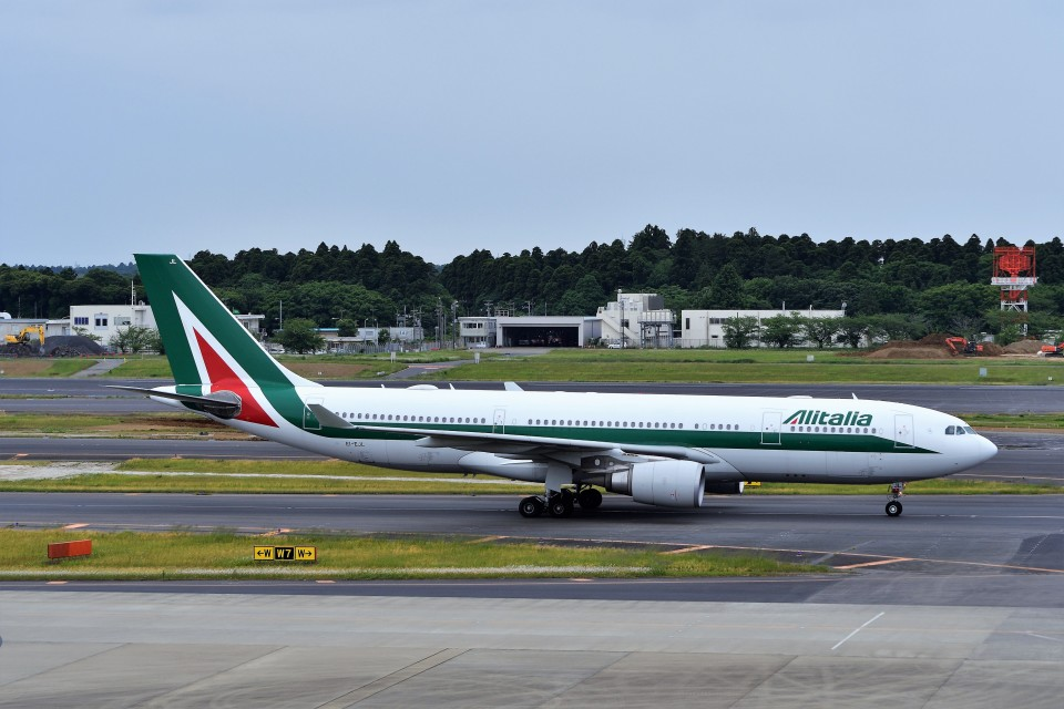 T.Sazenさんのアリタリア航空 Airbus A330-200 (EI-EJL) 航空フォト