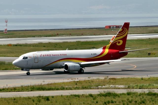 金鵬航空 Boeing 737-300 B-2885...