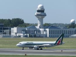 aquaさんが、ワルシャワ・フレデリック・ショパン空港で撮影したアリタリア航空 A320-214の航空フォト(写真)