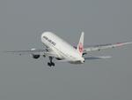 うすさんが、伊丹空港で撮影した日本航空 777-246の航空フォト(飛行機 写真・画像)