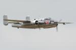 Tomo-Papaさんが、フェアフォード空軍基地で撮影したザ・フライングブルズ B-25J Mitchellの航空フォト(写真)