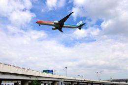 まいけるさんが、スワンナプーム国際空港で撮影したKLMオランダ航空 777-306/ERの航空フォト(写真)