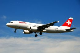 まいけるさんが、ロンドン・ヒースロー空港で撮影したスイスインターナショナルエアラインズ A320-214の航空フォト(写真)