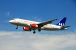 まいけるさんが、ロンドン・ヒースロー空港で撮影したスカンジナビア航空 A320-232の航空フォト(写真)