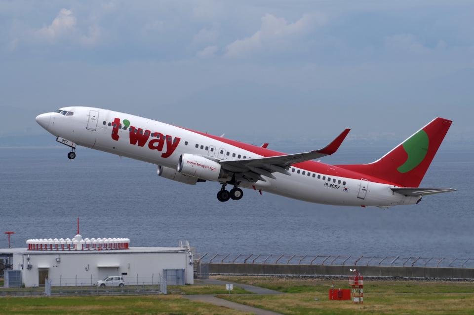 yabyanさんのティーウェイ航空 Boeing 737-800 (HL8067) 航空フォト