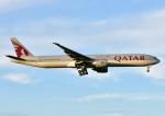 じーく。さんが、成田国際空港で撮影したカタール航空 777-3DZ/ERの航空フォト(写真)