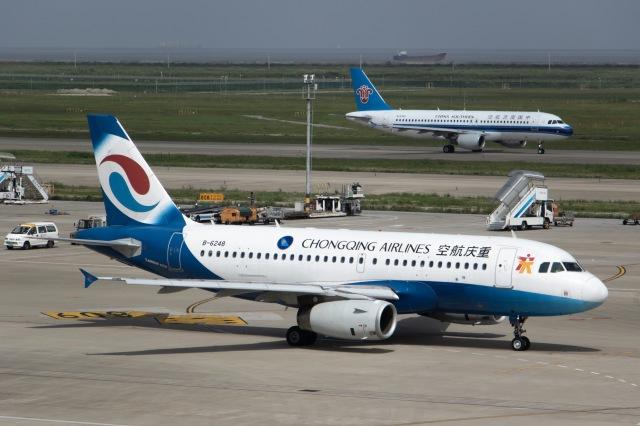 重慶航空 Airbus A319 B-6248 上...