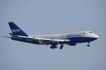 トールさんが、香港国際空港で撮影したSWイタリア 747-4R7F/SCDの航空フォト(写真)