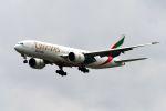 まいけるさんが、スワンナプーム国際空港で撮影したエミレーツ航空 777-F1Hの航空フォト(写真)
