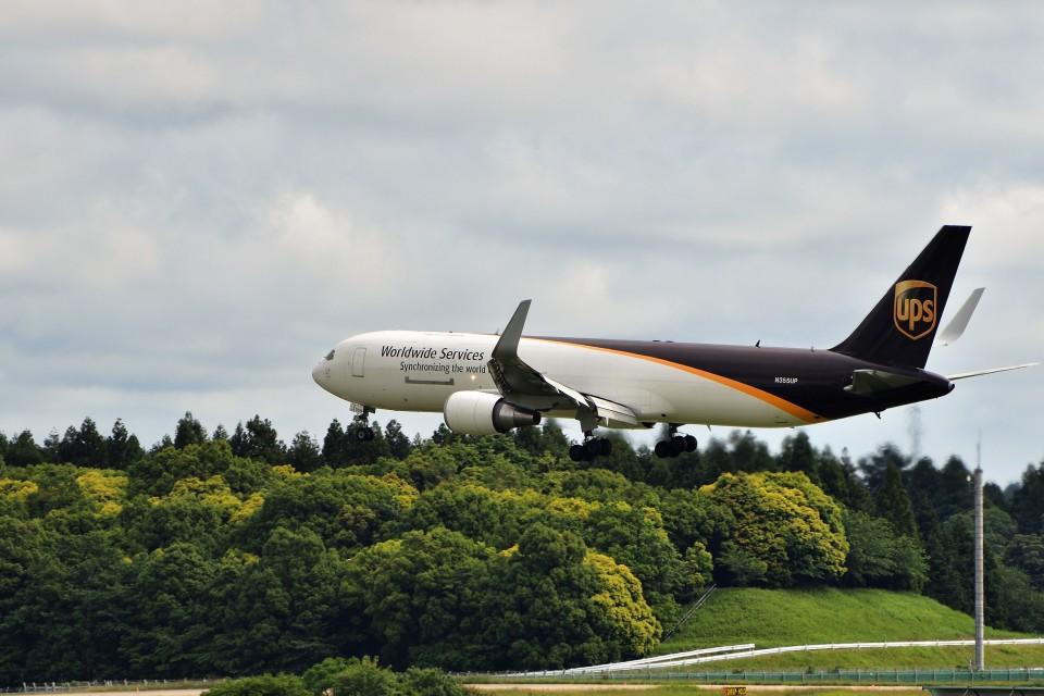 T.SazenさんのUPS航空 Boeing 767-300 (N355UP) 航空フォト