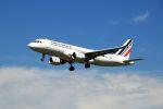 まいけるさんが、ロンドン・ヒースロー空港で撮影したエールフランス航空 A320-211の航空フォト(写真)