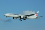 garrettさんが、那覇空港で撮影した日本航空 777-346の航空フォト(写真)