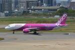 LEGACY-747さんが、福岡空港で撮影したピーチ A320-214の航空フォト(飛行機 写真・画像)