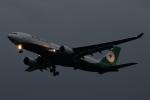 木人さんが、成田国際空港で撮影したエバー航空 A330-203の航空フォト(写真)