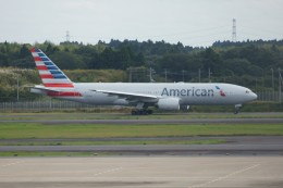 しんさんが、成田国際空港で撮影したアメリカン航空 777-223/ERの航空フォト(写真)