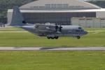 チャッピー・シミズさんが、嘉手納飛行場で撮影したアメリカ海兵隊 KC-130J Herculesの航空フォト(写真)