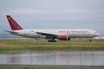 OMAさんが、岩国空港で撮影したオムニエアインターナショナル 777-2U8/ERの航空フォト(飛行機 写真・画像)