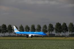 ケンジウムさんが、アムステルダム・スキポール国際空港で撮影したKLMシティホッパー ERJ-190-100(ERJ-190STD)の航空フォト(飛行機 写真・画像)