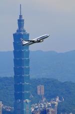 アカゆこさんが、台北松山空港で撮影した中華民国空軍 737-8ARの航空フォト(写真)