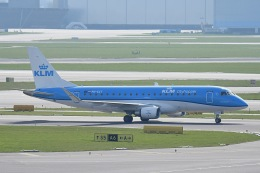 Jyunpei Ohyamaさんが、アムステルダム・スキポール国際空港で撮影したKLMシティホッパー ERJ-170-200 (ERJ-175STD)の航空フォト(飛行機 写真・画像)