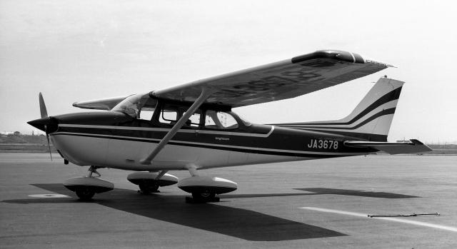 ハミングバードさんが、名古屋飛行場で撮影した国際航空輸送 172M Skyhawkの航空フォト(飛行機 写真・画像)