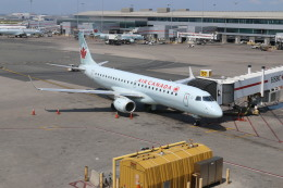 ババックンさんが、トロント・ピアソン国際空港で撮影したエア・カナダ ERJ-190-100 IGW (ERJ-190AR)の航空フォト(飛行機 写真・画像)