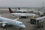 ババックンさんが、トロント・ピアソン国際空港で撮影したエア・カナダ 737-8-MAXの航空フォト(写真)