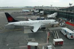 ババックンさんが、ラガーディア空港で撮影したエア・カナダ・エクスプレス ERJ-170-200 SU (ERJ-175SU)の航空フォト(飛行機 写真・画像)
