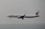 ハピネスさんが、香港国際空港で撮影した中国東方航空 A321-231の航空フォト(飛行機 写真・画像)
