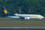 よっしぃさんが、シンガポール・チャンギ国際空港で撮影したジェットエアウェイズ 737-85Rの航空フォト(写真)