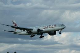garrettさんが、成田国際空港で撮影したカタール航空 777-2DZ/LRの航空フォト(飛行機 写真・画像)