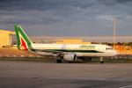 yabyanさんが、ロンドン・ヒースロー空港で撮影したアリタリア航空 A320-216の航空フォト(写真)