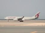 cornicheさんが、ドーハ・ハマド国際空港で撮影したカタール航空カーゴ A330-243Fの航空フォト(飛行機 写真・画像)