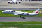 PASSENGERさんが、羽田空港で撮影したジェイ・エア ERJ-190-100(ERJ-190STD)の航空フォト(写真)