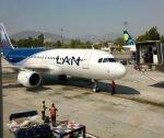 マッペケさんが、アルトゥーロ・メリノ・ベニテス国際空港で撮影したラタム・エアラインズ・チリ A320-214の航空フォト(写真)